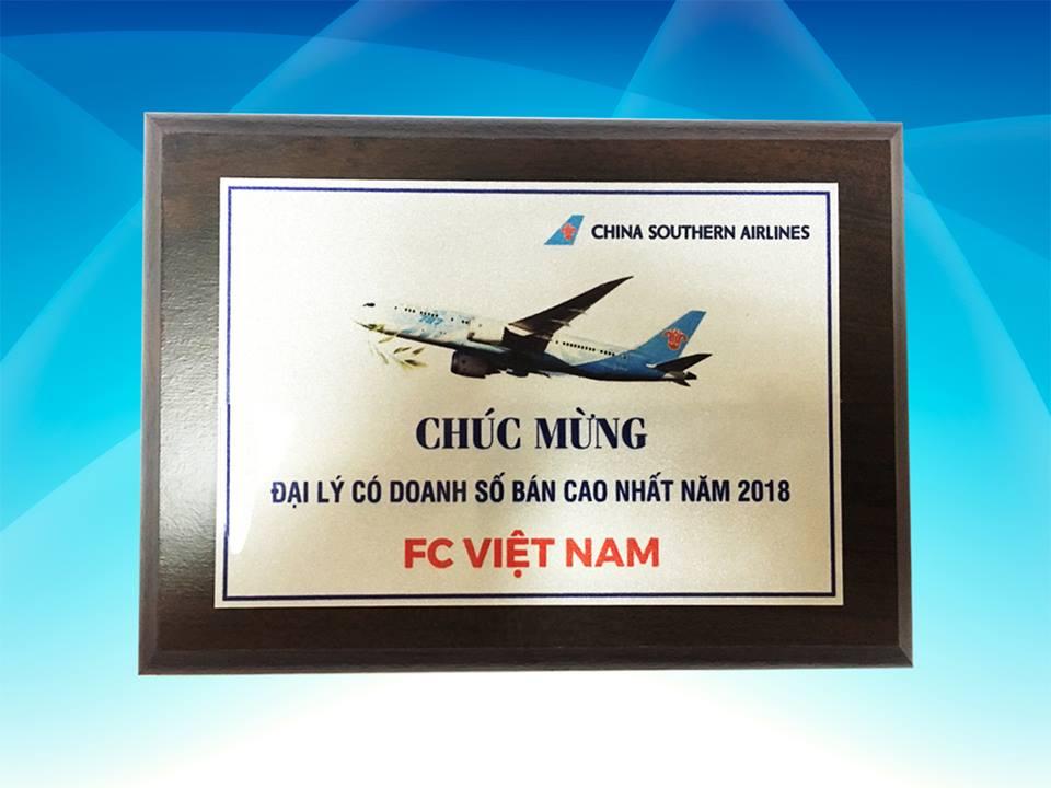 🌻 🌻 🌻 🌻 Congratulation to F.C Vietnam from China Southern Airlines 🌻 🌻 🌻 🌻 🌺 🌺 🌺 F.C Việt Nam vô cùng vui mừng khi mọi phấn đấu không ngừng nghỉ một lần nữa được hãng Hàng không China Southern Airlines cũng như Quý khách hàng ghi nhận . Năm nay niềm vui của chúng tôi không chỉ đơn giản là nhận giải thưởng từ hãng, mà còn được nhân lên nhiều lần khi năm nay là năm thứ ba liên tiếp F.C Việt Nam gặt hái được thành công này. 🌱 🌱 🌱 Những thành công ngày hôm nay của F.C Việt Nam là nhờ có sự tin tưởng và cam kết hợp tác lâu dài từ Quý khách hàng. Những sự ủng hộ và hợp tác của Quý khách hàng cũng là động lực để chúng tôi ngày càng cố gắng để phát triển và hoàn thiện chất lượng dịch vụ hơn nữa. Vậy nên một lần nữa F.C xin cám ơn mọi Quý khách hàng đã và đang đồng hành , ủng hộ chúng tôi trong suốt thời gian qua. 🌺 🌺 🌺