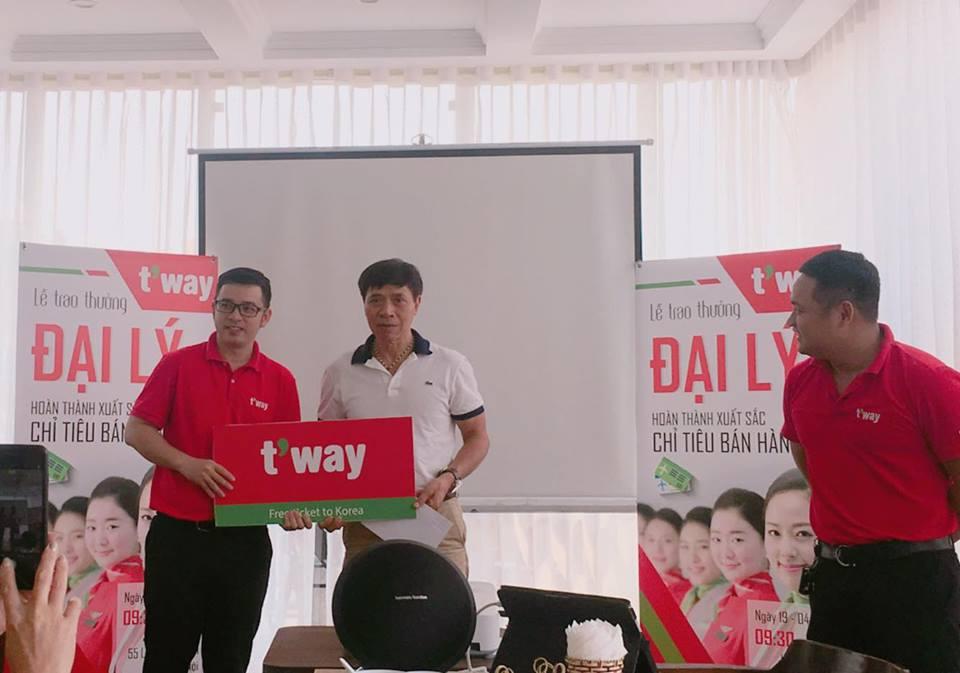 💙 💙 💙 Congratulation to F.C Vietnam from #TwayAir! 💙 💙 💙  🎉 🎉 🎉 Là một hãng hàng không trẻ đầy năng động, nên dù mới chỉ đến Việt nam 3 năm, Tway Air đã có một sự phát triển đáng ngưỡng mộ. Năm 2016 Tway mở đường bay đến Sài Gòn, 2017 là Đà Nẵng và Hà Nội là cuối năm 2018 ^^ Dù mới chỉ có mặt tại Hà Nội có 5 Tháng, Tway Air cũng mang đến cho hành khách và F.C Việt Nam nhiều sự lựa chọn hơn khi bay đến Hàn Quốc! Để đạt được thành công ngày hôm nay, bên cạnh sự hỗ trợ nhiệt tình từ Tway Air, F.C Việt Nam cũng xin gửi lời cám ơn chân thành nhất đến mọi Quý khách hàng đã ủng hộ và đồng hành cùng chúng tôi trong suốt thời gian qua! 🌴 🌴 🌴 🎉 🎉 🎉F.C Việt Nam mong muốn tiếp tục nhận được sự ủng hộ của Quý khách hàng trong thời gian tới, cũng như sự hỗ trợ hết mình từ Tway Air! Một lần nữa xin chân thành cám ơn! 🎉 🎉 🎉